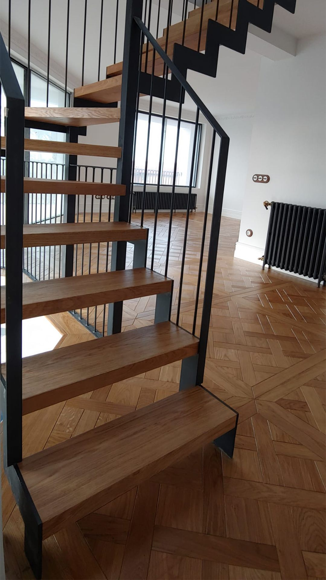 Suelo de parquet combinado con escalera