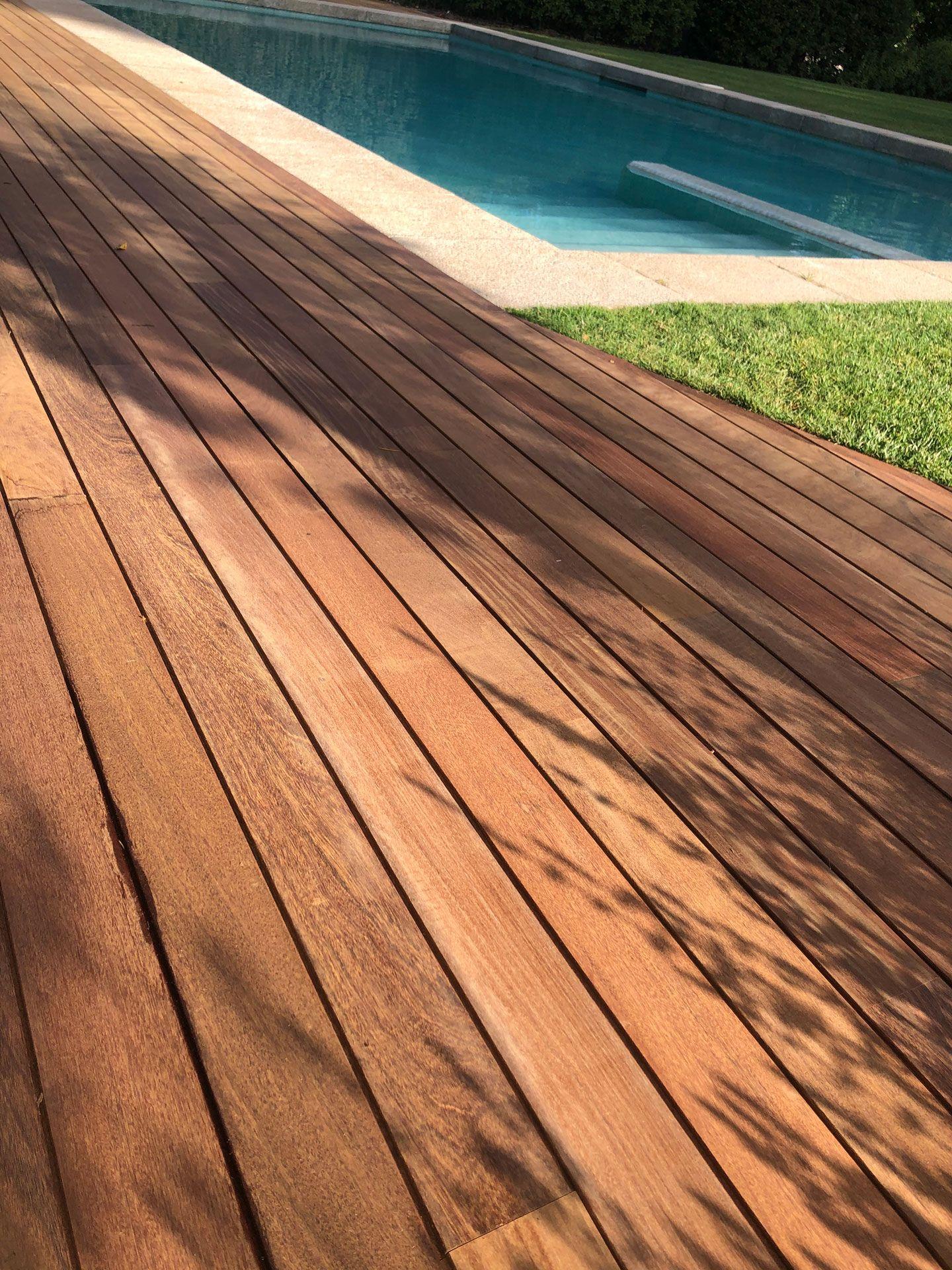 tarima de madera para exterior en Cantabria