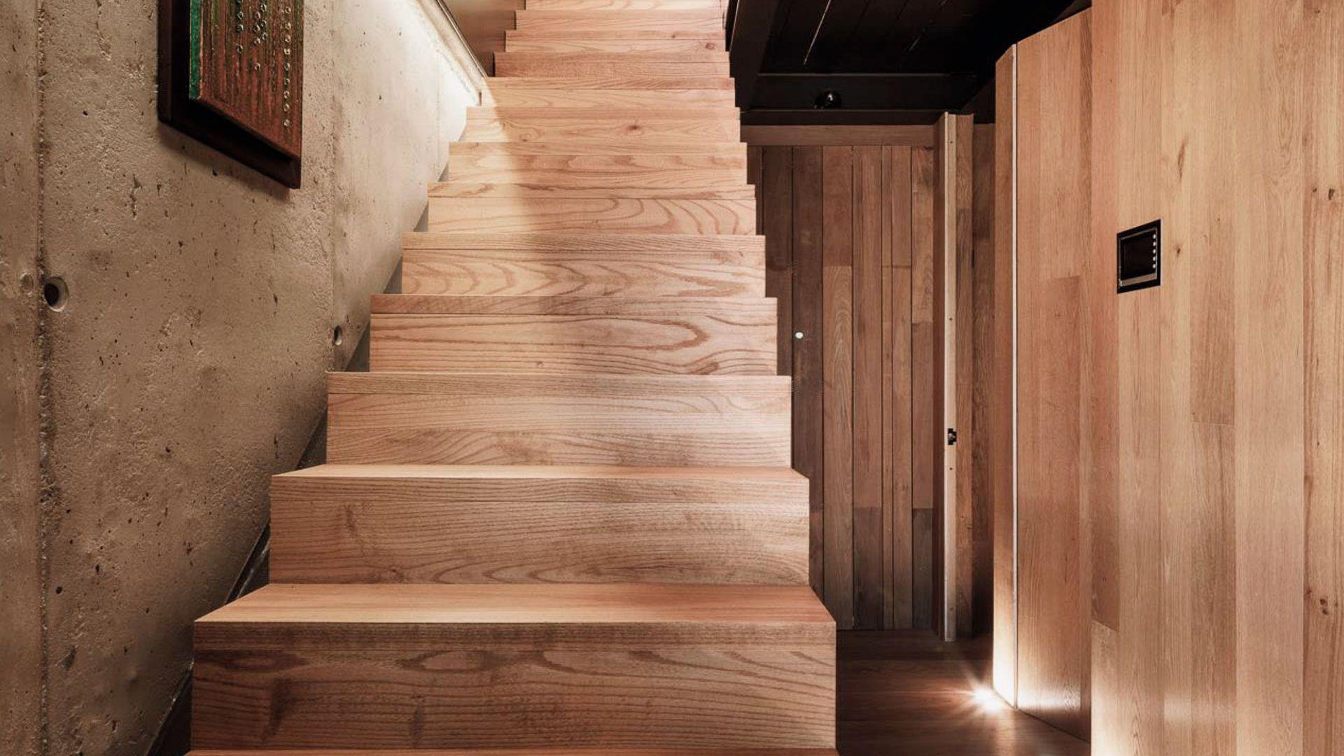 Escaleras de madera natural