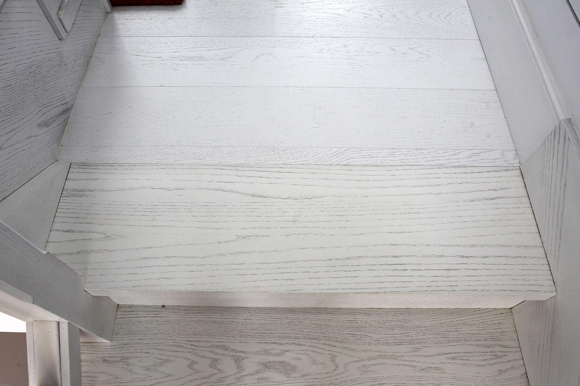 escalera en madera lacado blanco mate