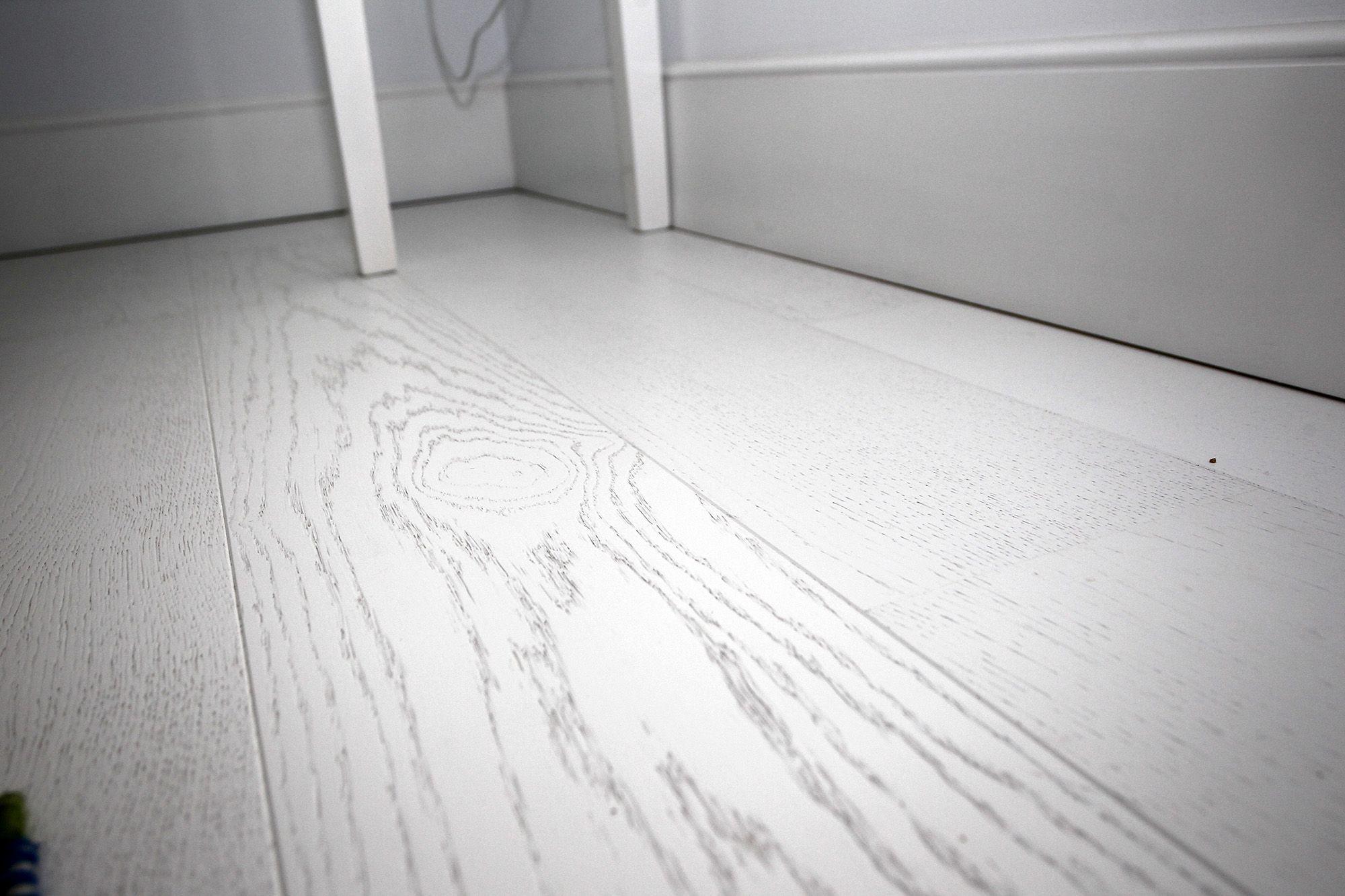 suelo parquet color blanco barniz mate