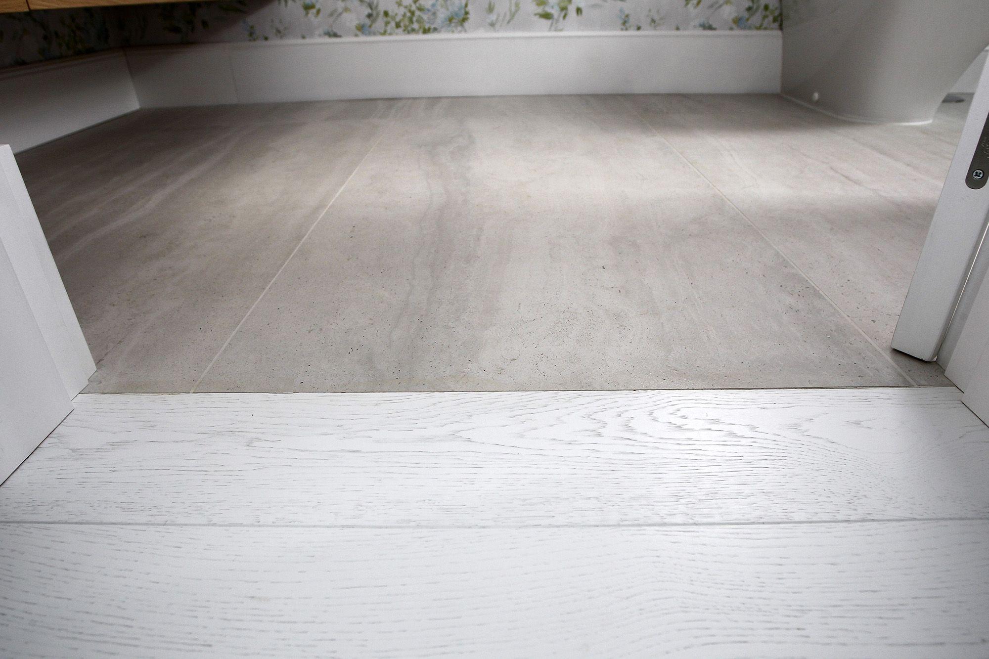 transicion suelo de madera y baldosa