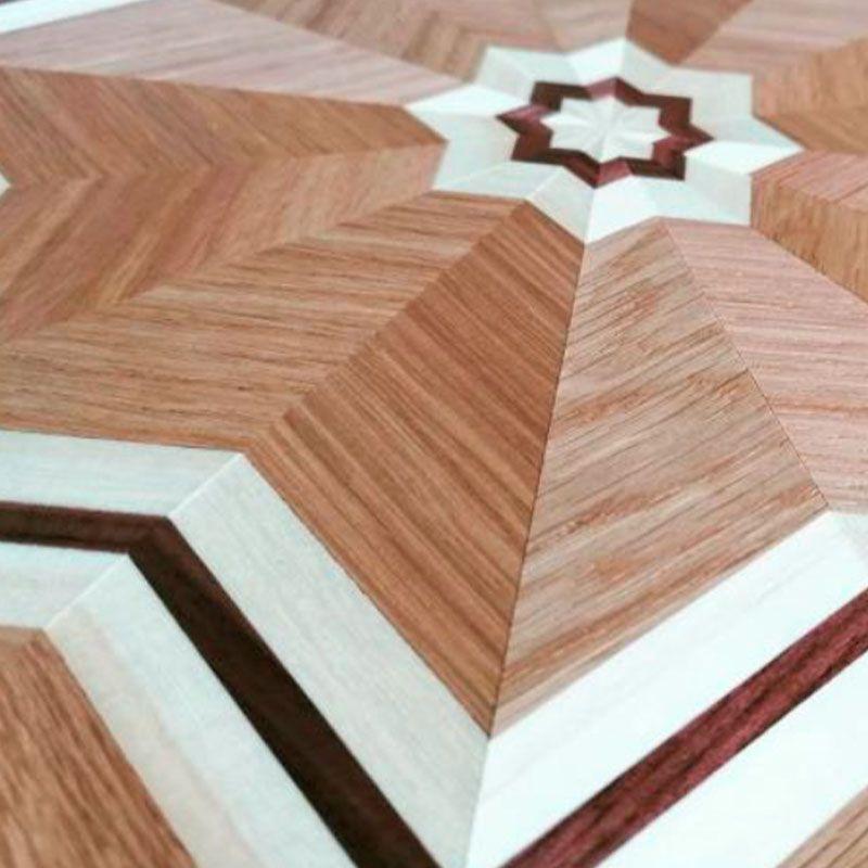 Marquetería en suelo de madera